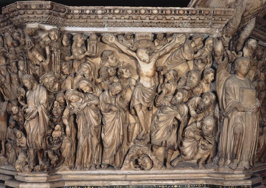 Nicola Pisano, Crocifissione, 1265-1268. Notare alla destra del Cristo il particolare del centurione con la spugna.