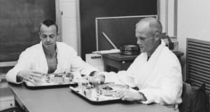 Alan Shepard e John Glenn fanno colazione prima del lancio